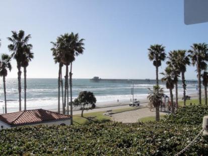 Oceanside pier California - JohnnyfromCA